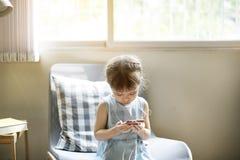 Van het de Adolescentie het Vrolijke Meisje van de nakomelingenpeuter Gelukkige Concept stock foto's
