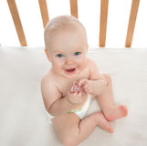 Van het de babymeisje van het zuigelingskind het uitsteeksel van de de holdingsbaby soother Royalty-vrije Stock Fotografie