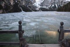 Van het de bergendolomiet van het pijlermeer braies van Zuid- Italië Tirol Stock Afbeeldingen