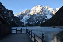 Van het de bergendolomiet van het pijlermeer braies van Zuid- Italië Tirol Stock Foto's