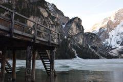 Van het de bergendolomiet van het pijlermeer braies van Zuid- Italië Tirol Royalty-vrije Stock Foto