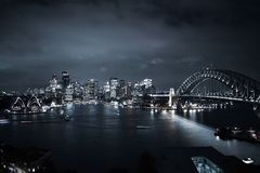Van het de Bruglandschap van Sydney City & van de Haven van de het Dakmening de Nachtlichten Stock Fotografie