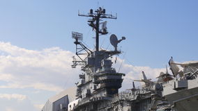Van het de dag onversaagde museum van New York het vliegdekschipcommandopost 4k de V.S. stock video