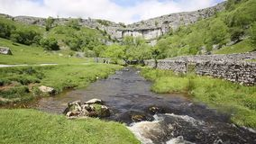 Van het de Dallen de Nationale Park van Yorkshire van de Malhaminham toeristische attractie van Engeland het UK stock videobeelden
