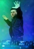 Van het de discohuis van DJ de speel progressieve elektromuziek Royalty-vrije Stock Foto's