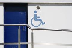 Van het de hellingsspoor van het rolstoel toegankelijk toilet het tekenopenbaar gebouw royalty-vrije stock foto's