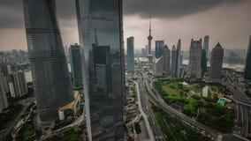 Van het de hemeldak van Shanghai van de het verkeersweg de hoogste tijdspanne van de binnenstad van de het panorama4k tijd China stock videobeelden