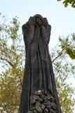 Van het de Holocaustmuseum van Jeruzalem, Israël veertiende September 2017 het beeldhouwwerktuin van yad-Vashem Dit beeld wordt g Stock Afbeeldingen