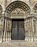 Van het de Kathedraalwesten van Frankrijk Chartres de Voorgevel Koninklijk Portaal Stock Afbeeldingen
