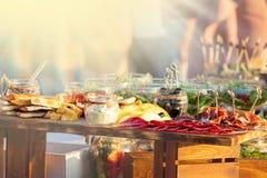 Van het de Keuken Culinair Gastronomisch Buffet van de voedselcatering de Partijconcept bij zonnige dag royalty-vrije stock fotografie