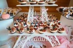 Van het de Keuken Culinair Gastronomisch Buffet van de voedselcatering de Partijconcept de cakes van het verscheidenheidsdessert  stock foto