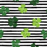 Van het de krabbel naadloze patroon van het klaverblad de hand getrokken vectorillustratie St Patricks Dagsymbool, Ierse gelukkig Royalty-vrije Stock Foto's
