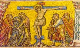 Van het de Kruisigingsmozaïek van Christus de Koepel Bapistry Heilige John Florence Ital stock afbeeldingen