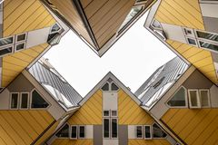 Van het de Kubushuis van Rotterdam de hemelmening royalty-vrije stock foto
