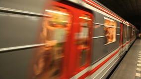 Van het de Metrostation van de Tsjechische Republiek van Praag het Ondergrondse Vervoer stock videobeelden