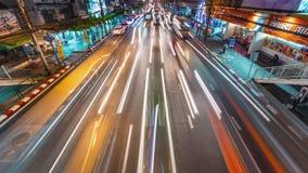 Van het de nacht lichte verkeer van Bangkok van het de stratenkruispunt de tijdtijdspanne Thailand 4k stock videobeelden