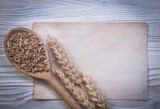 Van het de orengraan van de tarwerogge van de het gewassen na streeft het houten lepel uitstekende het document blad Stock Afbeeldingen