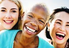 Van het de Partijgeluk van de meisjesvriendschap de Zomerconcept Royalty-vrije Stock Afbeelding