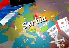 Van het de reisconcept van Servië de kaartachtergrond met vliegtuigen, kaartjes bezoek stock illustratie