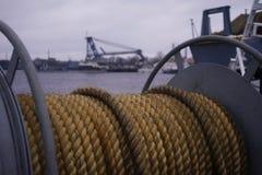 Van het de rivierwater van de Kronstadtstad van de de hemelkabel dijk van de het schip de openluchthaven Royalty-vrije Stock Fotografie