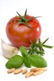 van het de rozemarijnbasilicum van het tomatenknoflook de pijnboomnoten Royalty-vrije Stock Afbeelding