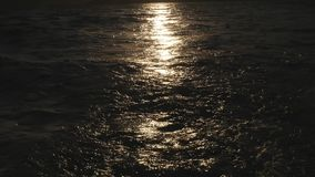 Van het de Sleepschip van het golvenwater de Blauwe Oceaanhemel stock footage