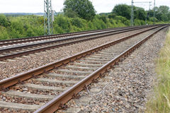 Van het de spoorwegdetail van de ijzer de roestige trein donkere stenen Royalty-vrije Stock Foto's