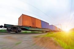 Van het de spoorwegvervoer van de ladingswagen het wiel van de vrachtcontainers royalty-vrije stock foto's