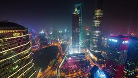 Van het de stadsverkeer van nacht de lichte Shanghai van de de wegbaai tijdspanne van de het panorama4k tijd luchtchina stock footage