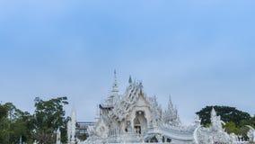Van het de tempel beroemde oriëntatiepunt van Wat Rong Khun mooie witte de reisplaats en populair van Chiang Rai, Thailand in och stock footage