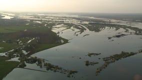 Van het de vloedlandschap van de de lenterivier de luchtmening stock footage