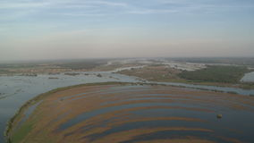 Van het de vloedlandschap van de de lenterivier de luchtmening stock video