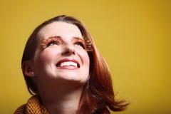 Van het de vrouwen de verse meisje van de herfst glimlach van de aantrekkingskrachtwimpers Royalty-vrije Stock Foto's