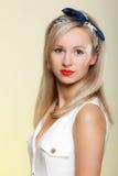 Van het de vrouwen pinup meisje van het portret de mooie blonde retro stijl stock afbeeldingen