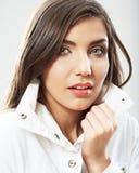 Van het de vrouwengezicht van de schoonheid het dichte omhooggaande portret Het jonge vrouwelijke model stelt Stock Foto