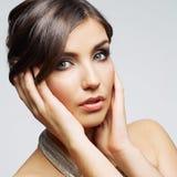 Van het de vrouwengezicht van de schoonheid het dichte omhooggaande portret Vrouwelijk jong model studio Royalty-vrije Stock Afbeeldingen