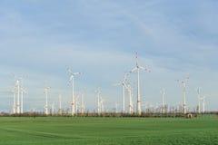 Van het de Windlandbouwbedrijf van windturbines de Windpark Stock Foto