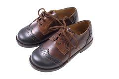 Van het de zomerleer van jonge geitjes de bruine schoenen die op wit worden geïsoleerdt Royalty-vrije Stock Afbeeldingen