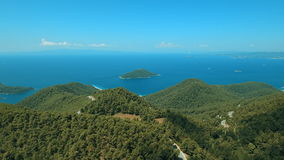 Van het eilandskopelos van Griekenland bos het centrumberg stock video