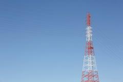 Van het elektriciteitspyloon en staal kabels Royalty-vrije Stock Afbeelding