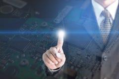 Van het het achtergrond schermmetaal van de zakenmanaanraking het Scherm Elektronische Kringsinkeping Stock Fotografie