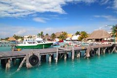 Van het het eilanddok van Mujeres van Isla de havenpijler kleurrijk Mexico Stock Foto