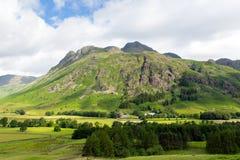Van het het Meerdistrict van de Langdalevallei de Snoeken van Cumbria van Blisco-berg dichtbij Oude Kerker Ghyll Engeland het UK  stock fotografie