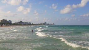 Van het het zuidenstrand van Miami van de de zomerdag het oceaanpanorama 4k Florida de V.S. stock video