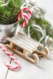 Van het Kerstmisstuk speelgoed en suikergoed riet royalty-vrije stock fotografie