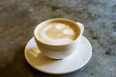 Van het koffiemelk en Schuim hoogste mening royalty-vrije stock afbeeldingen