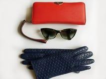 Van het Leerhandschoenen van l van vrouwentoebehoren van de de zonnebril kleedt de rode beurs de manierlente Autumn Womens Access stock foto