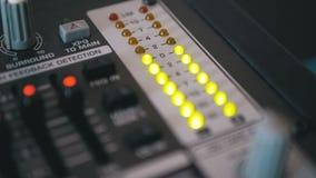 Van het LEIDENE het Signaal Indicatorniveau op de Correcte het Mengen zich Console stock videobeelden