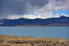 Van het Meerphumayumtso van Tibet de donkere wolken Stock Afbeelding