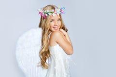 Van het meisjeskinderen van de engel de zoete uitdrukking royalty-vrije stock fotografie